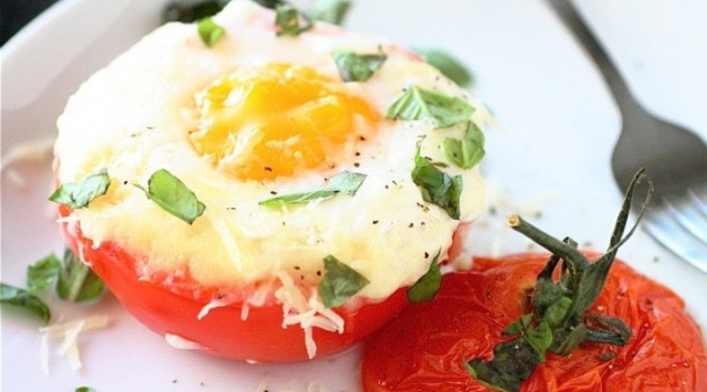 Healthy-Egg-Recipes-for-Breakfast-Baked-Egg-Tomato